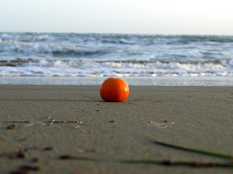 Orange am Strand
